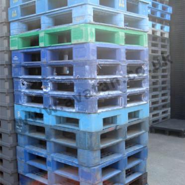 151-Large-Stocks-of-Used-Plastic-Pallets-372x372
